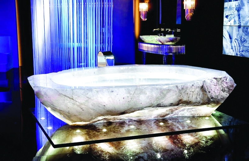أحواض استحمام بمليون دولار في دبي
