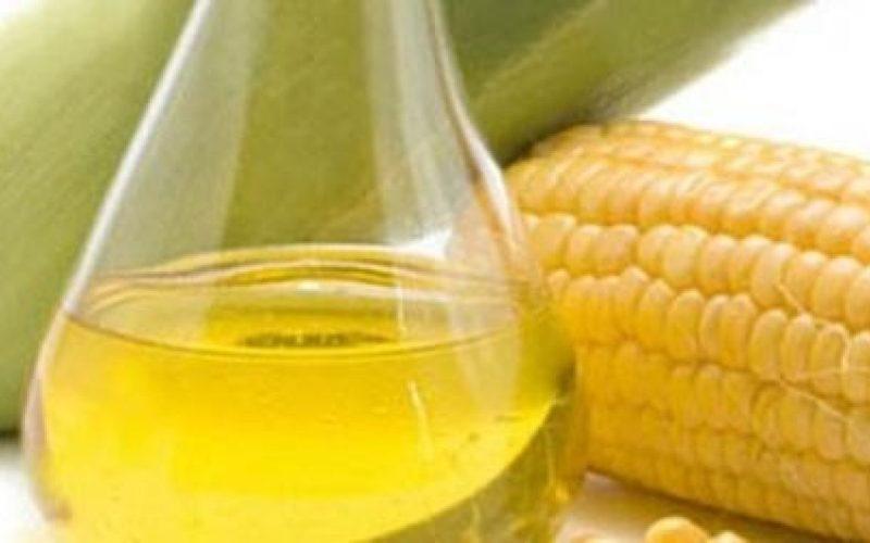 3 طرق لاستخدم زيت الذرة للشعر
