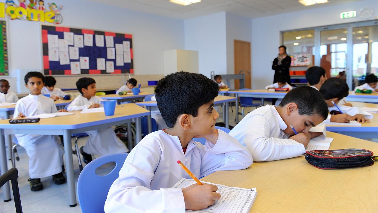 تسجيل طالب في مدرسة حكومية بعمان